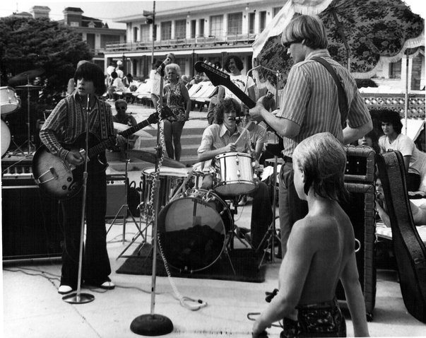 Atlantic City, NJ with Howard Paul (ES-125TCD), Bobby Baker (drums) and Rick Larkum (guitar).   Circa 1973